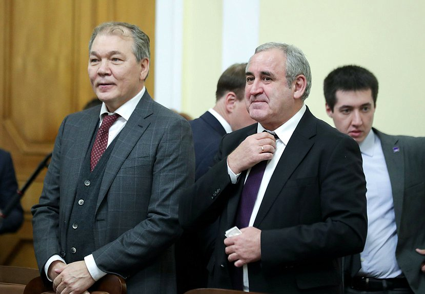 Chairman of the Committee on Issues of the CIS and Contacts with Fellow Countrymen Leonid Kalashnikov and Deputy Chairman of the State Duma Sergei Neverov