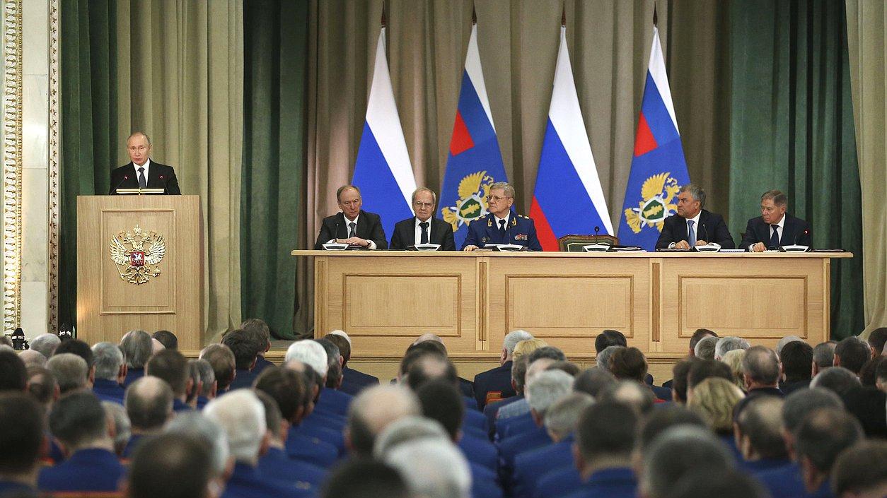 Путин потребовал отГенпрокуратуры немедленно реагировать нанарушения прав предпринимателей