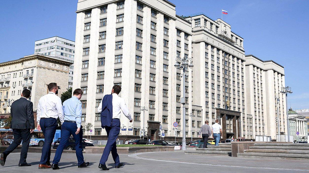 Здание Государственной Думы деловые