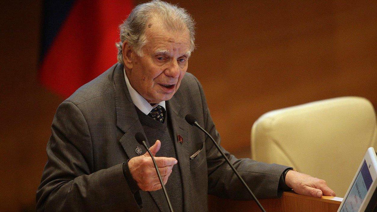 Депутаты почтили память Жореса Алферова минутой молчания
