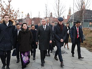 Chairwoman of the National Assembly of Vietnam Nguyễn Thị Kim Ngân, Chairman of the State Duma Viacheslav Volodin and Director of Zaryadye Park Ivan Demidov