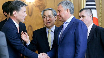 Chairman of the State Duma Viacheslav Volodin and Extraordinary and Plenipotentiary Ambassador of the Republic of Korea to Russia Woo Yoon-keun