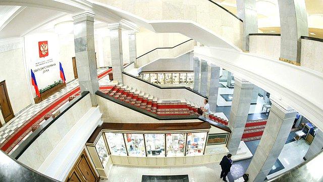 Здание Государственной Думы лестница