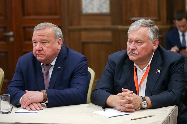 Chairman of the Committee on Defence Vladimir Shamanov and First Deputy Chairman of the Committee on Issues of the Commonwealth of Independent States and Contacts with Fellow Countryman Konstantin Zatulin