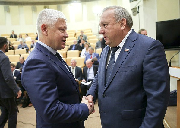 Chairman of the Committee on Security and Corruption Control Vasilii Piskarev and Chairman of the Committee on Defence Vladimir Shamanov
