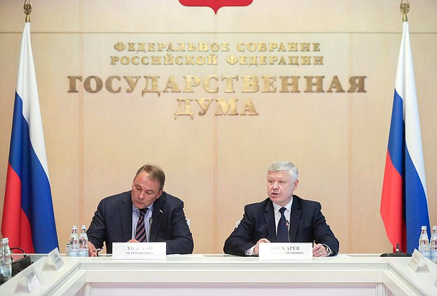 Deputy Chairman of the State Duma Petr Tolstoy and Chairman of the Committee on Security and Corruption Control Vasilii Piskarev