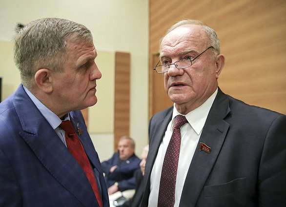 First Deputy Chairman of the Committee on Labor, Social Policy and Veterans' Affairs Nikolai Kolomeitsev and leader of the CPRF faction Gennady Zyuganov